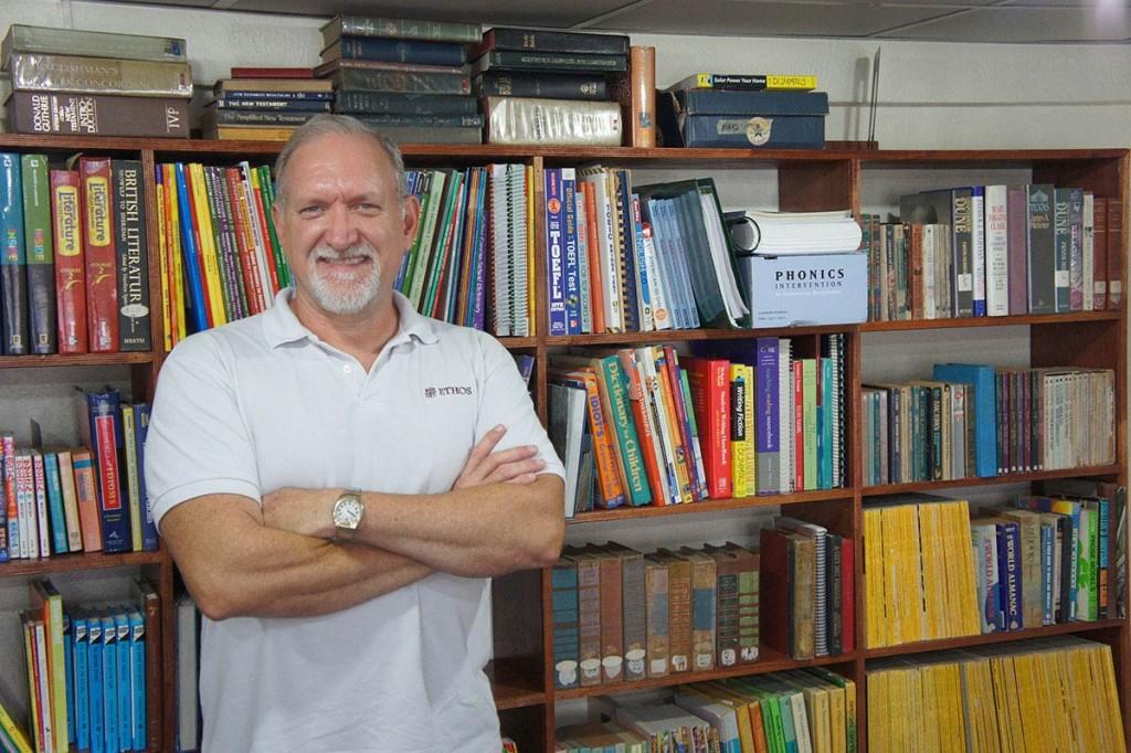 セブ島でアメリカ留学の学長バリー