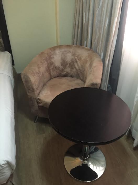 座りごごち良好なソファ。