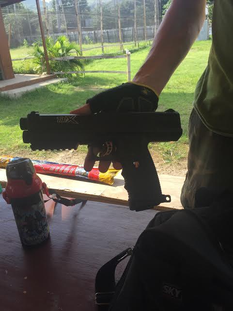 自分専用のペイントボール用の銃だそうです。