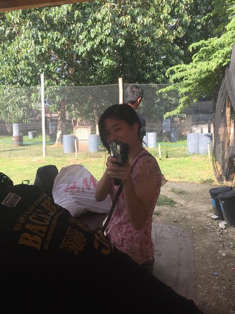 相手チームのフィリピン人の女の子、弾が入っていなくても銃を向けられると怖いです。