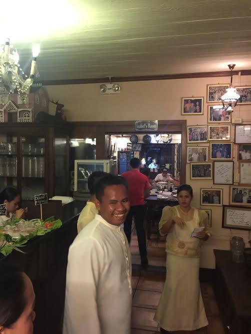 定員が最高の笑顔で迎えてくれるのがフィリピンらしいです