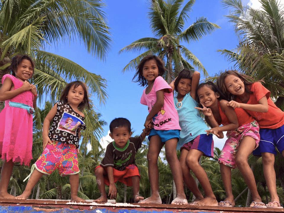 バゴンバヌア島の子どもたち