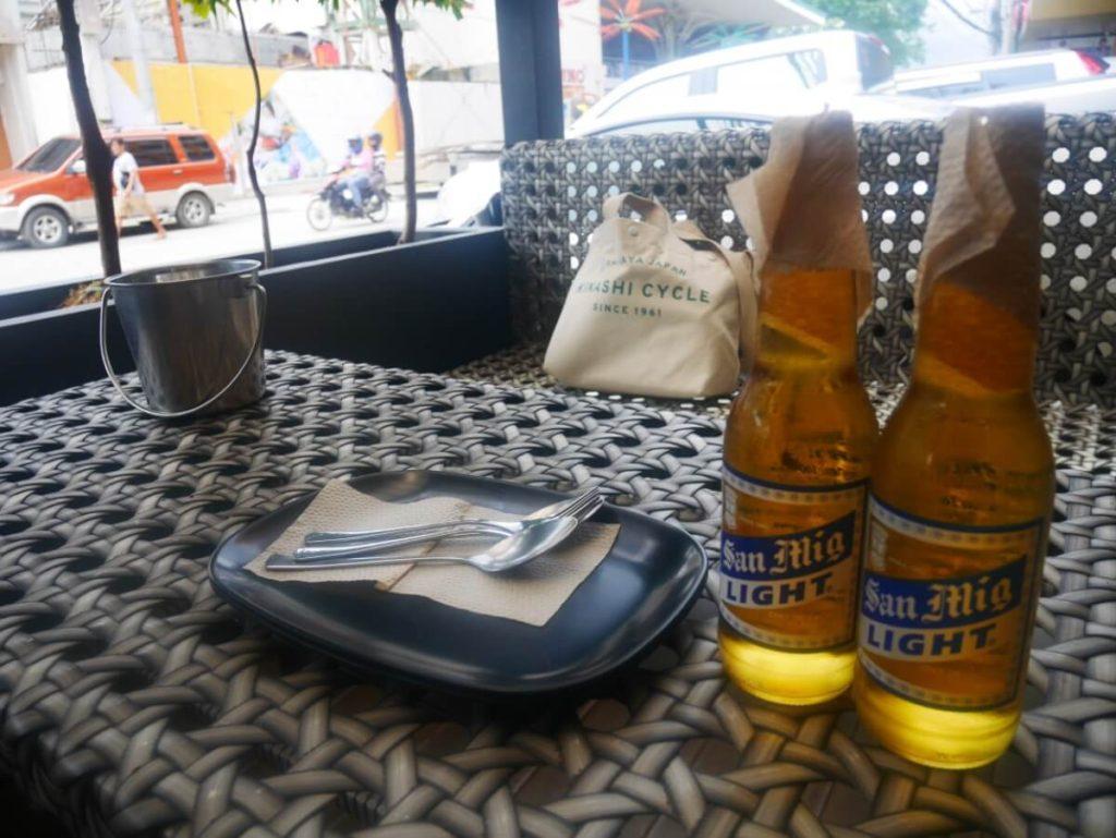 外でビール最高です