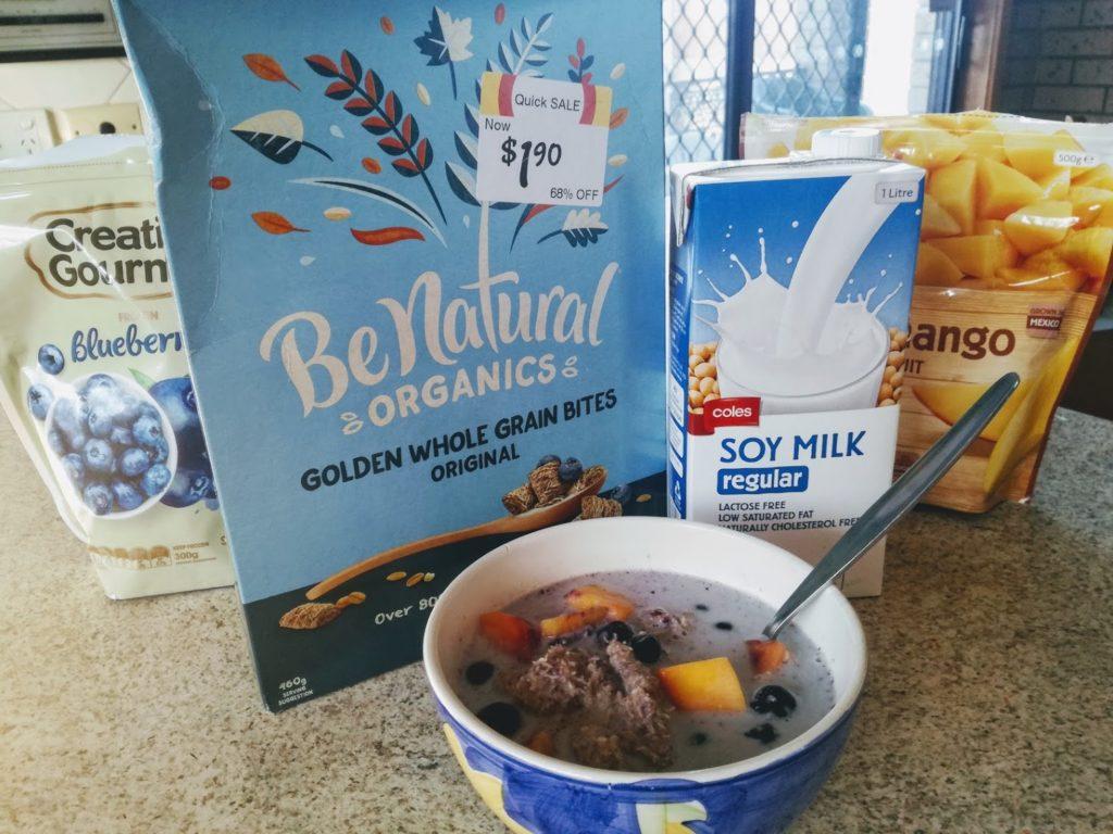 ワーホリで朝食はグラノーラに牛乳、冷凍フルーツ