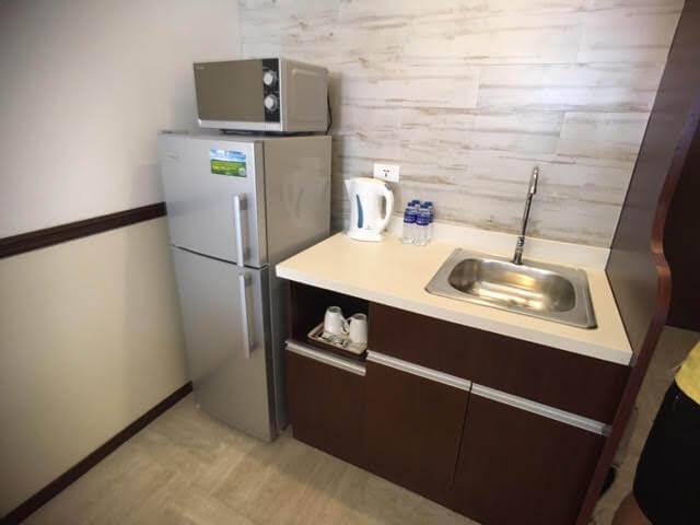 セブ島東横インの冷蔵庫、シンク
