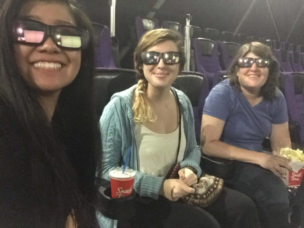 3Dメガネをして映画鑑賞