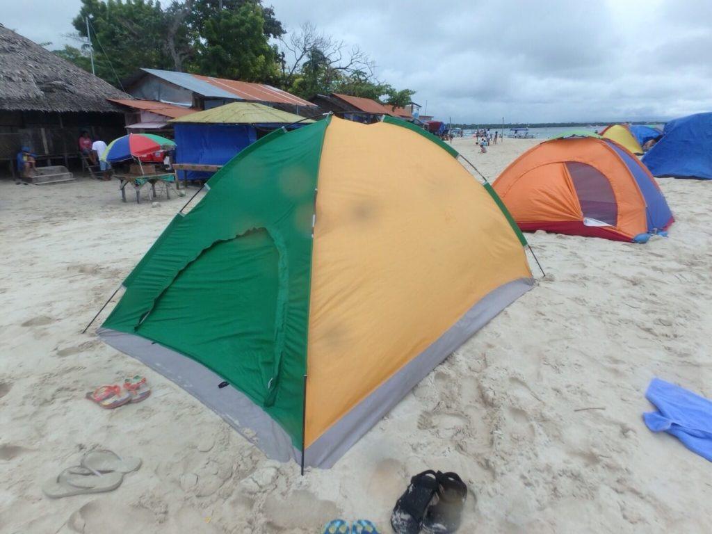 テントを敷く